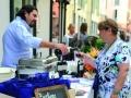 in-centro-con-un-piatto-e-un-bicchierebre39-la-due-giorni-di-wine-street-tasting-56e6a790bbe081-e1534309055249